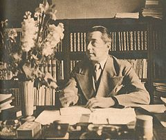 Hjalmar Gullberg ved sit skrivebord i begyndelsen af 1940'erne.