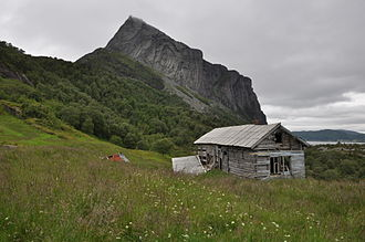 Hyllestad - View of an abandoned building with Lihesten in the background