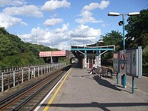 Hanger Lane tube station - Image: Hanger Lane stn eastbound