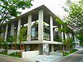 Higashi-library.jpg