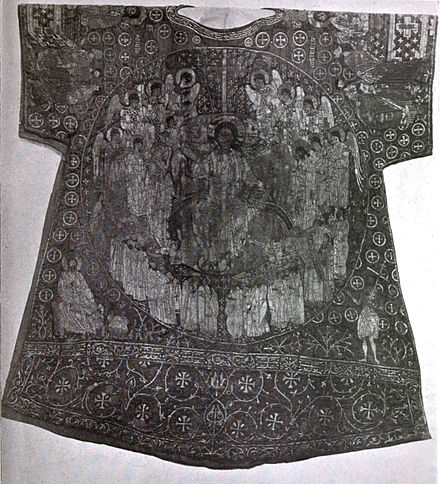 https://upload.wikimedia.org/wikipedia/commons/thumb/2/28/How_to_See_the_Vatican%2C_1914_-_Dalmatic_of_Charlemagne.jpg/440px-How_to_See_the_Vatican%2C_1914_-_Dalmatic_of_Charlemagne.jpg