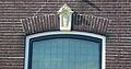 Huis. Kattensingel 56 in Gouda (2) Ontlastingsboog met sluitsteen.jpg