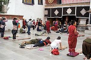 Tibetan festivals - Pilgrims at Jokhang, Lhasa during Monlam