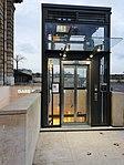 Invalides RER ascenseur 2018.jpg