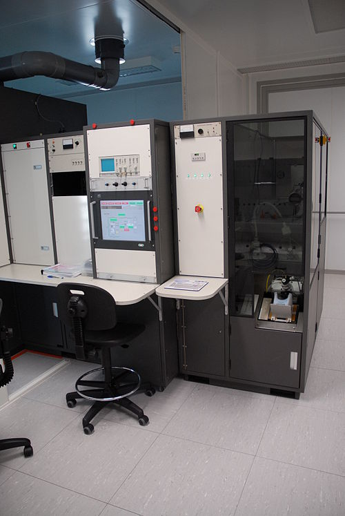An ion implantation system at LAAS technological facility in Toulouse, France. Ion implantation machine at LAAS 0521.jpg