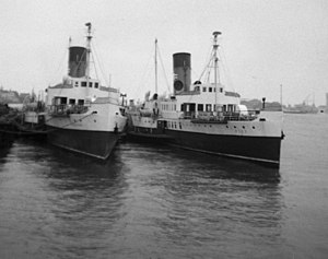 PS Sandown (1934) - Image: Isle of Wight ferries at Portsmouth Harbour geograph.org.uk 1340486