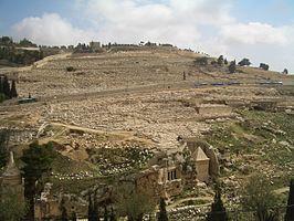 Zuidzijde van de Olijfberg met de uitgestrekte Joodse begraafplaats