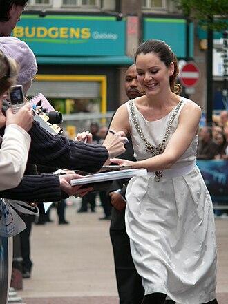 Jacinda Barrett - Barrett at the premiere of Poseidon, 2006