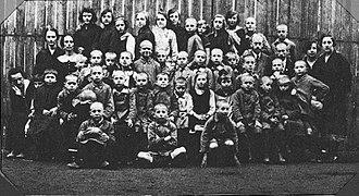 Janusz Korczak - Janusz Korczak with the children in 1920s