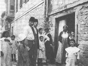 History of the Jews in Thessaloniki - Jewish family of Salonica in 1917