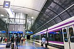 Juna Lentoaseman rautatieasemalla.jpg