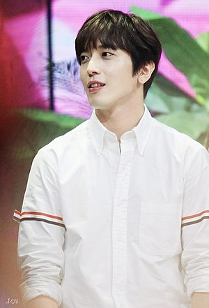 Jung Yong-hwa - Happy Camp filming.jpg