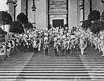 König Ludwig III von Bayern und Kaiser Wilhelm II während einer Zeremonie in der Befreiungshalle in Kelheim.jpg
