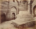 KITLV 92003 - Samuel Bourne - Shams-ud-Din Iltutmish tomb in Delhi India - Around 1860.tif