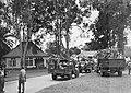 KNIL militairen zitten en staan in vrachtwagens, Bestanddeelnr 15930.jpg