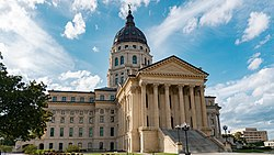 Kansas State Capitol in Topeka (44441302334) (cropped)