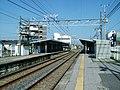 Keisei-chiba-line-Inage-station-platform.jpg