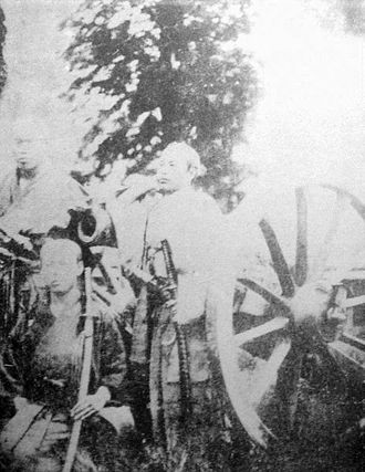 Ōtori Keisuke - Ōtori Keisuke during the Boshin War (center).