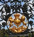 Kew Gardens, Elizabeth Gate, crest 2.jpg