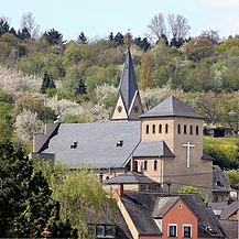 Kirche St. Mauritius Kärlich (Nordosten).JPG