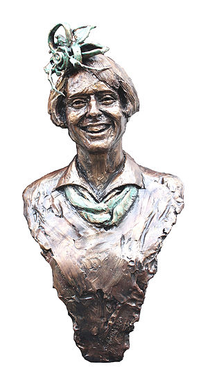 Gai Waterhouse - Life-size bronze statue of Gai Waterhouse by sculptor Linda Klarfeld