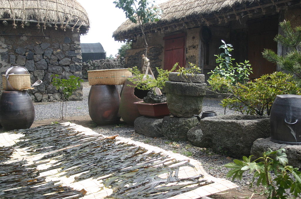 Korea-Jeju-Folk village-01