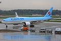 Korean Air, HL7751, Boeing 777-2B5 ER (17422726216).jpg