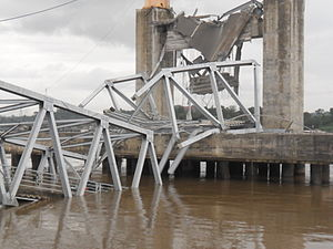 Kutai Kartanegara Bridge after collapse (15).jpg