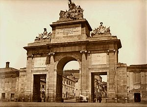 Walls of Philip IV - Photograph by J. Laurent of the Gate of Toledo in 1865. Beside the gate are seen the Walls that still surrounded Madrid at that time.