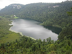 Lac de Bonlieu (vue d'ensemble).JPG