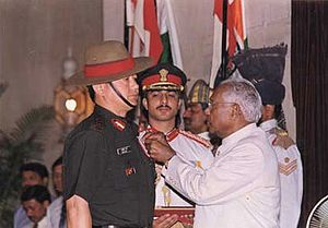 Lalit Rai - Col. Lalit Rai being decorated with Vir Chakra by President K R Narayanan