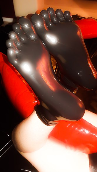 Latex clothing - Latex toe socks.