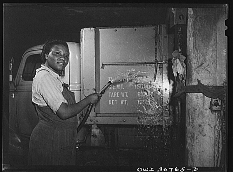 File:Lillie Smith, working as a car washer in a garage 8d19613v.jpg