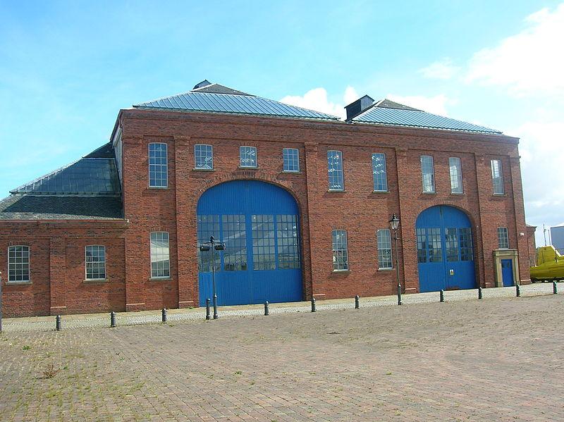 Linthousebuildingfront.JPG