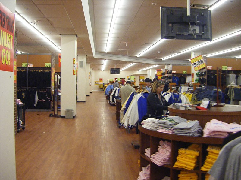 File:Looking at the items, steve and barrys, Southwest Plaza.jpg