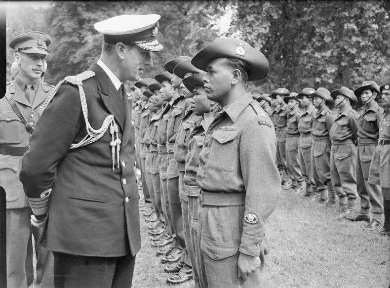 Lord Louis Mountbatten Visits Malayan Contingent, Kensington Gardens, London, England, UK, 1946 D28023