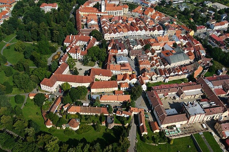 File:Městské opevnění (Třeboň), Třeboň.JPG