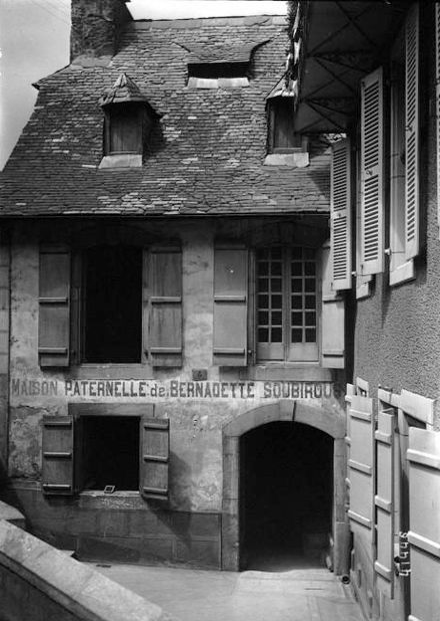 Bernadette soubirous wikiwand - Casa de lourdes ...