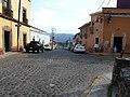 Malinalco, centro urbano, carretera de Morelos.JPG