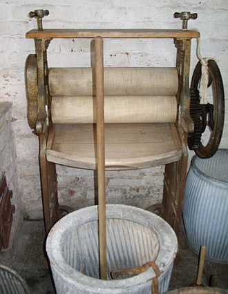Mangle (machine) - Mangle on display at the Apprentice House at the Quarry Bank Mill in the UK.