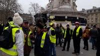 File:Manifestation Gilets Jaunes Paris République 29 décembre 2018 -25 Acte7 Pépé Le Putois DEMISSION.webm