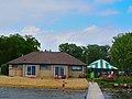 Maple Bluff Beach House - panoramio.jpg