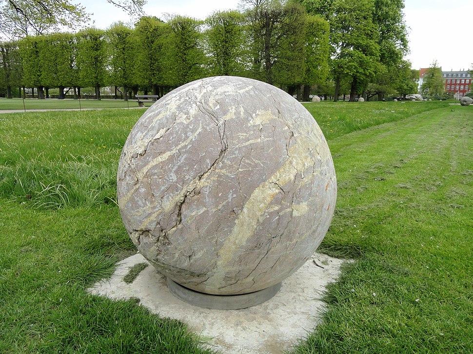 Marble ball - Kongens Have - Copenhagen - DSC07898