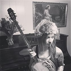 Maria Solheim with her banjo.JPG