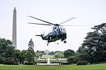 Marine One Lands on the South Lawn (47953666271).jpg