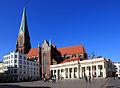 Marktplatz und Dom in Schwerin.jpg