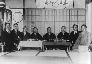 Le karaté est un art martial dit japonais 300px-Masters_of_Karate