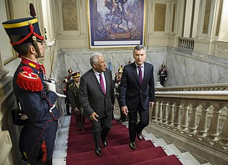 Mauricio Macri with António Costa 06.jpg