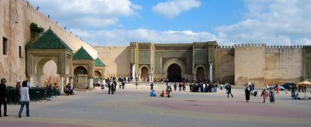 "El Hedim Square in Meknes, Morocco with the ""Bab Mansour Gate"" in the Old city of Meknes Meknes-Medina.jpg"