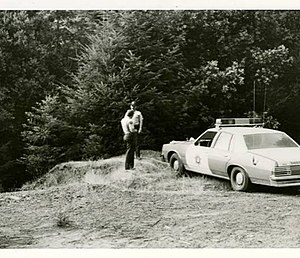 Murders of Kerry Graham and Francine Trimble - Mendocino County police officers at the location where the bodies of Graham and Trimble were discovered, July 8, 1979